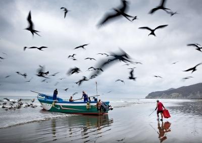 puerto-lopez-fishermen-work