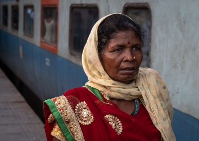 Indian woman - Delhi railway station