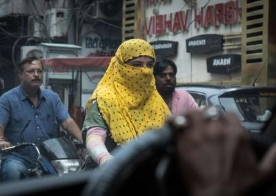 Yellow veil - Varanasi