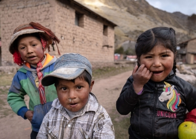Lares-kids-funny faces