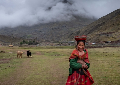 lares-girl-cusco-peru