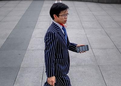 chinese-businessman-shanghai-street-photography-2