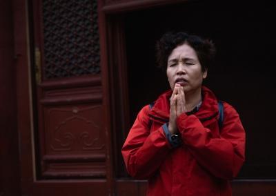 prayer-yonghegong-beijing-china