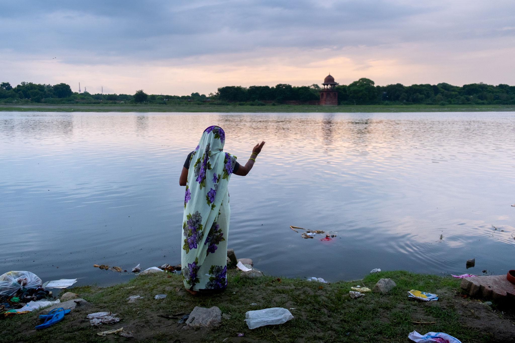 POLLUTION AND TRADITIONAL LIFE AT THE TAJ MAHAL