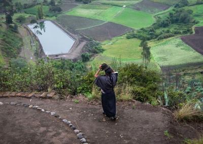 QUICHUA WOMAN IN THE ECUADORIAN COUNTRYSIDE