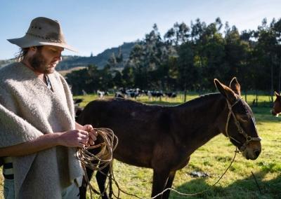 vaquero-colombiano-en-una-finca