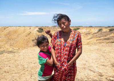mother-and-daughter-wayuu-guajira-colombia