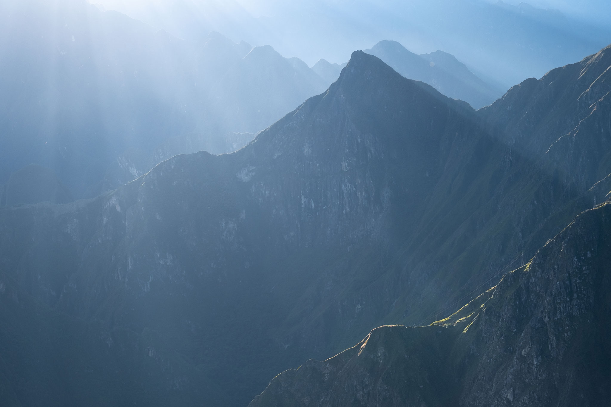 machu-picchu-mountain-sunrise-llaqtapata-trek