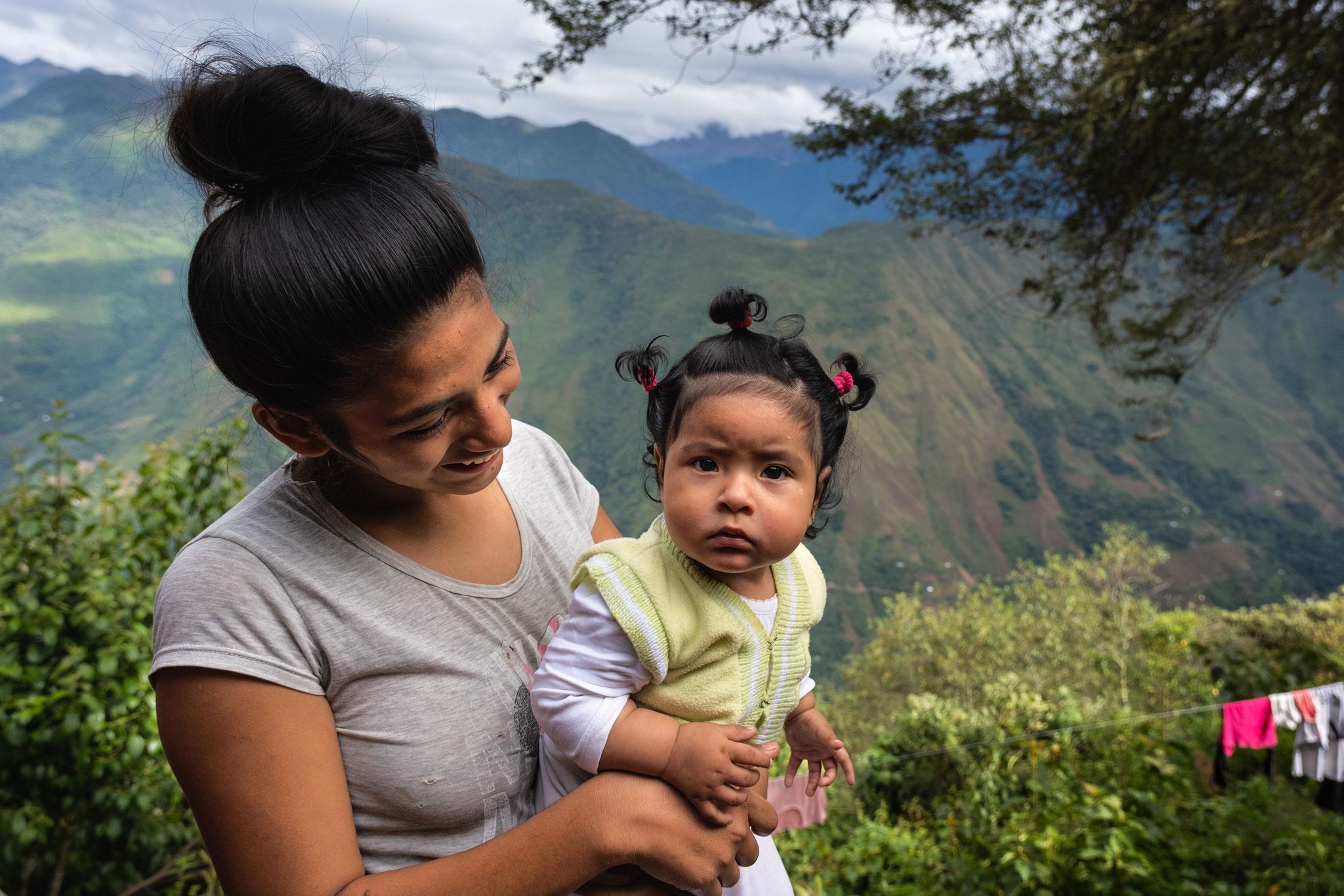gabriela-with-her-baby-peru-llaqtapata
